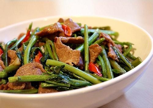 3 công thức rau muống xào quen thuộc với bữa cơm gia đình