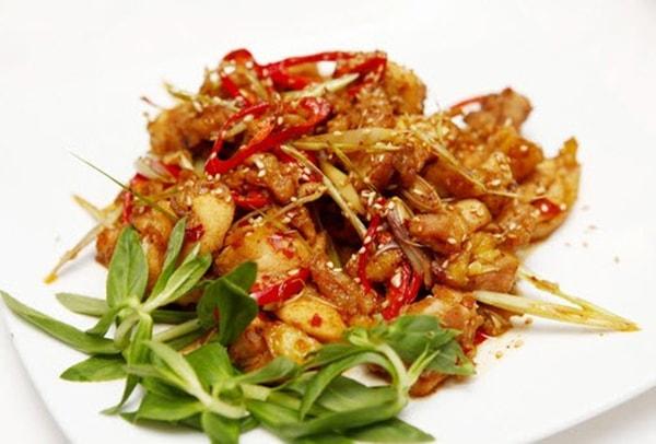 Cách làm món gà xào sả ớt đơn giản thơm ngon, hấp dẫn