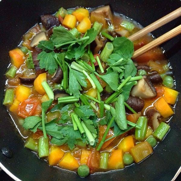 Cách làm món cần tây xào đậu hũ