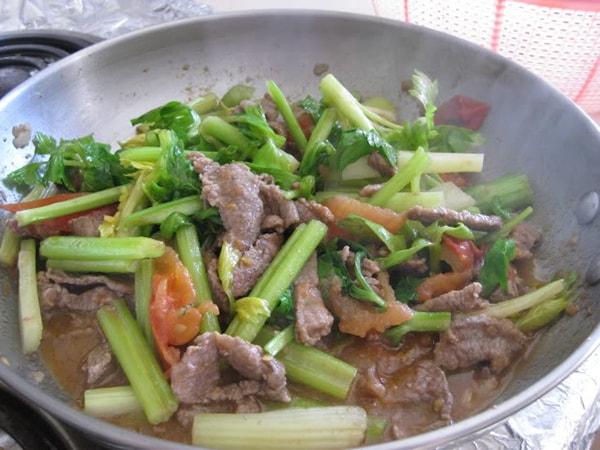 Các món xào ngon từ cần tây