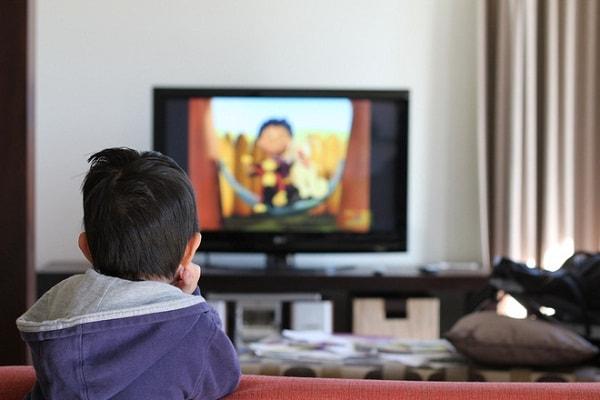 Cần hạn chế thời gian con xem ti vi