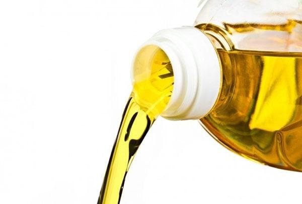 Những sai lầm phổ biến khi sử dụng dầu ăn gây hại tới sức khỏe 1