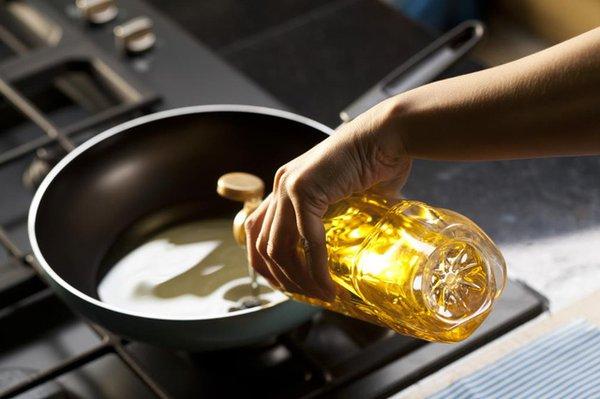 Sử dụng dầu ăn như thế nào là đúng cách? 1