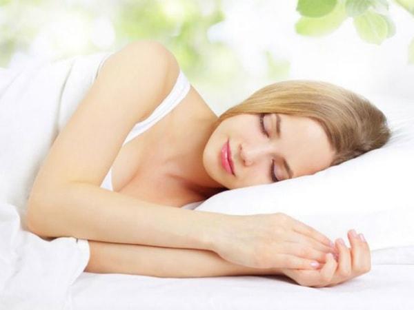 10 suy nghĩ sai lầm về giấc ngủ hầu như ai cũng mắc