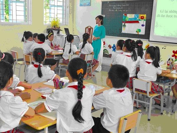 10 tình huống thách thức giáo viên tiểu học và cách xử lý