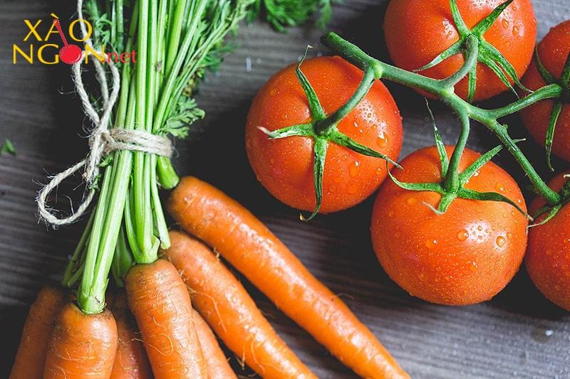 Enzym trong cà rốt sẽ phân giải vitamin C có trong cà chua
