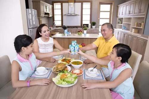 Thực đơn hàng ngày của gia đình người mẫu Thúy Hạnh