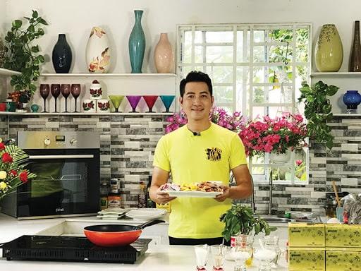 Phi Hùng khoe thành quả nấu ăn của mình
