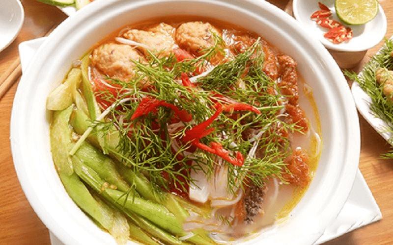 Canh cá chua nấu dọc mùng