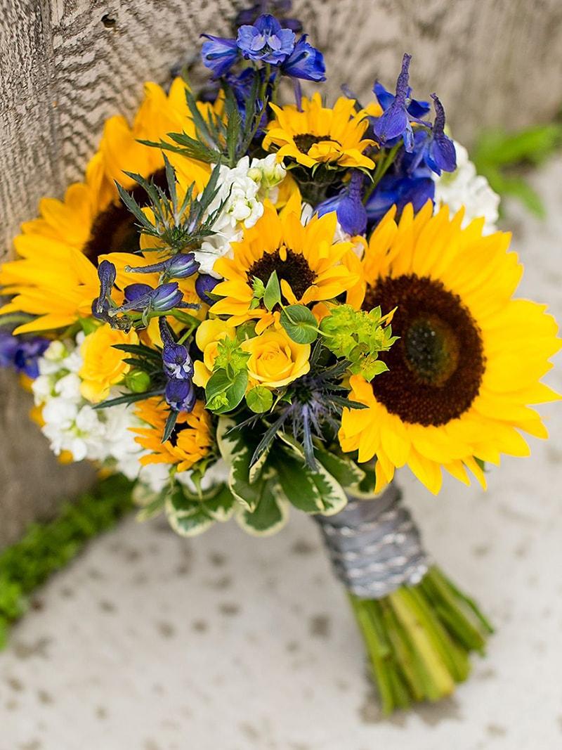 Hoa hướng dương là mẫu hoa cưới được ưa chuộng vào mùa hạ