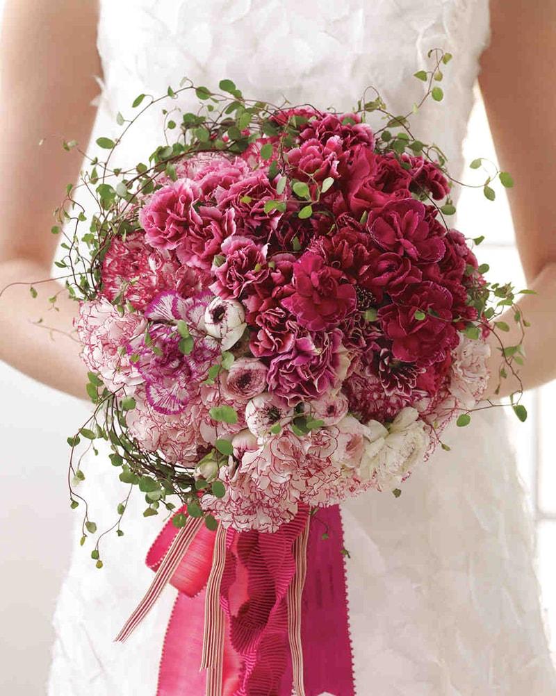 Hoa cẩm chướng là mẫu hoa cưới được ưa chuộng vào mùa hạ