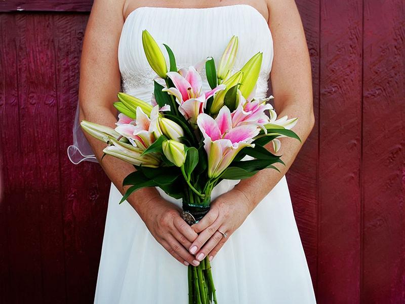 Hoa Ly là mẫu hoa cưới được ưa chuộng vào mùa thu